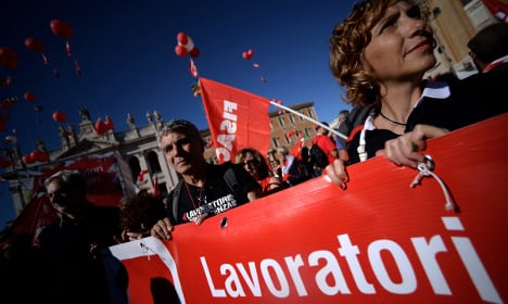 Clashes erupt at Italy's anti-reform protests