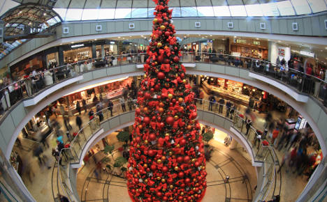 Higher retail forecast amid Christmas cheer