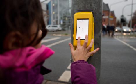 'Street Pong' peps up traffic light wait