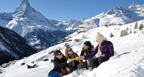 Snow shortage worries Alpine ski resorts