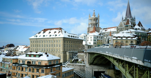 Winter's arrival brings Swiss travel chaos