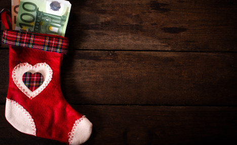 France to hand poor families Christmas bonus