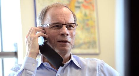 Nobel economist urges France to follow Sweden