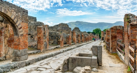 Pompeii restored with help of artefact thieves