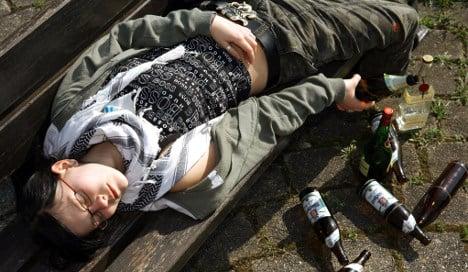 Teens put lid on binge drinking, report finds