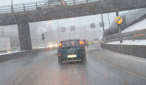 Icy roads as Swedes head home for Christmas