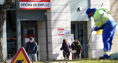 Jobless queues 14,688 shorter in November