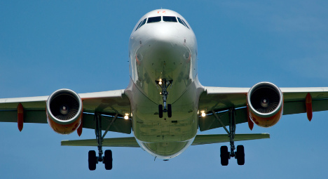 Man tries to open plane door over Munich