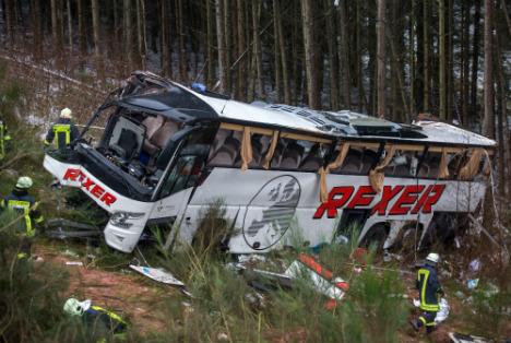 4 dead, 40 injured, in horror coach crash