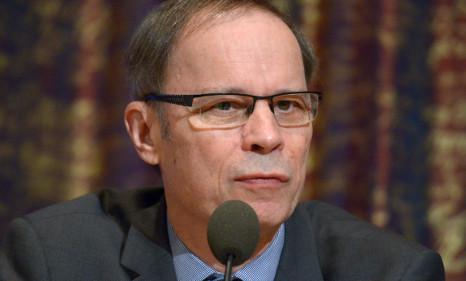 Nobel economist tells France to follow Sweden