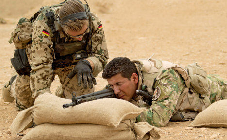 Cabinet agrees to send 100 army trainers to Iraq