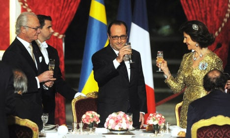 King dines with Nobel prize winners in Paris