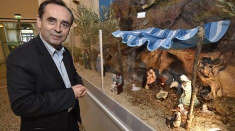 French mayor wins battle to keep nativity scene