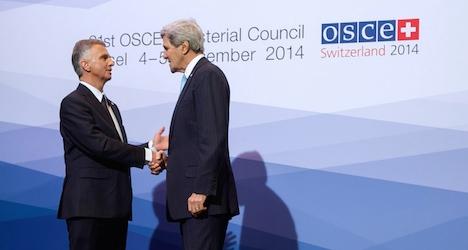 Putin hits back as Kerry raises Russian 'isolation'