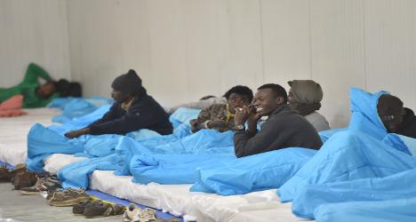 Calais shuts night shelter as temperatures rise