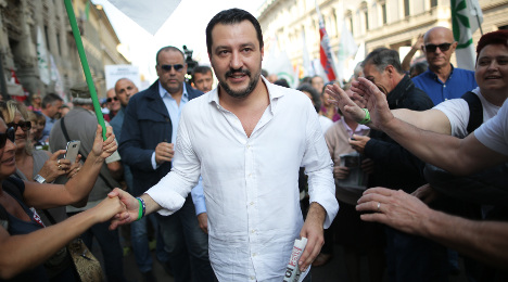 Italy's housewives ditch Renzi for the right: poll