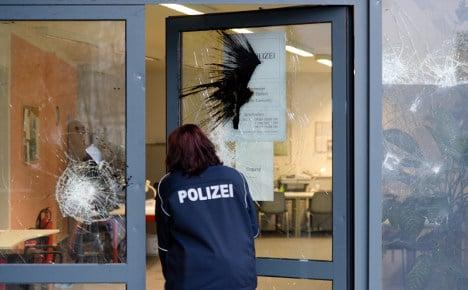 Gang attacks Leipzig police station