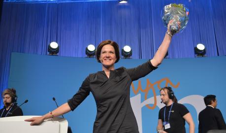 Sweden's opposition votes in woman leader