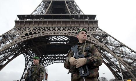 Tourists in Paris shaken by terror attacks