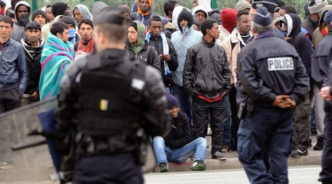 French police accused of 'beating' Calais migrants