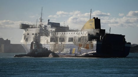 Fire tragedy ferry arrives in Brindisi