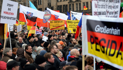 New anti-Islam march draws 17,000  people