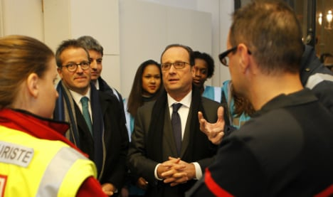 Hollande seeks to pep up French after 'tough year'