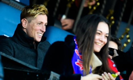 Torres looks on as Atletico up Real chase