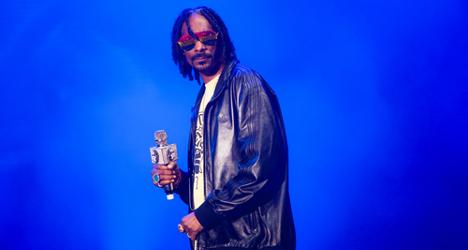 Snoop Dogg in Milan Fashion Week cage fight