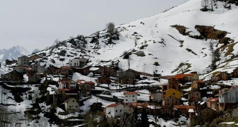 Spanish village trapped by snow for a month