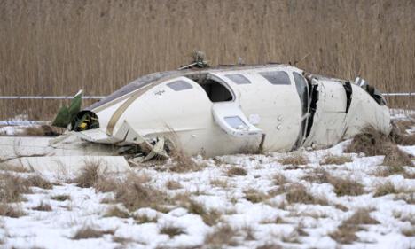 Three survive plane crash near Västerås