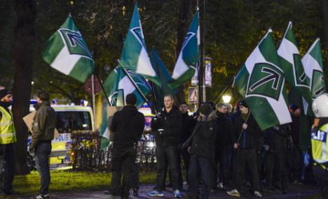 Neo-Nazis held for newspaper 'threats'