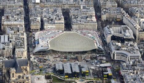 Terrorists threaten to hit Paris shopping centres