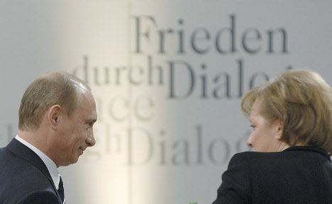 Russia threatens Ukraine before Paris meeting