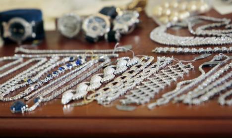 Eight jailed in €100m Paris jewel heist