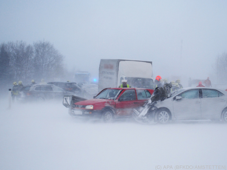 Sixty cars in massive pileup on West Autobahn