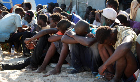 Hundreds of migrants on way to Italy 'on dinghies'