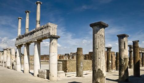 Italian police salvage looted Pompeii treasures