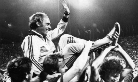 Football says goodbye to legendary coach