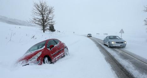 Hundreds stranded as snow cripples Spain