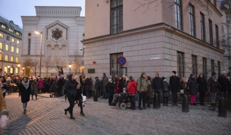 Swedes in 'ring of peace' synagogue protest