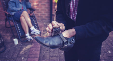 Shoeshine man gifts prized Twitter accounts