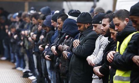 Copenhagen gunman's burial attracts hundreds
