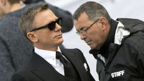 007 is latest victim of Rome's famous potholes
