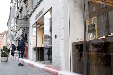 Three masked armed robbers hit Graz jeweller