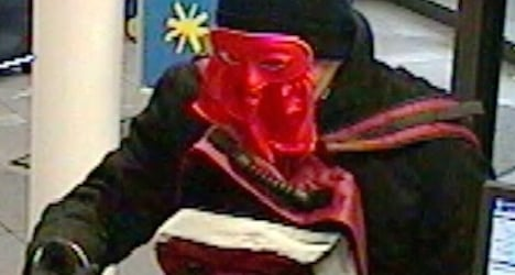 Lucerne police seek carnival mask robber
