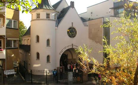 Muslims plan 'peace ring' around Oslo synagogue