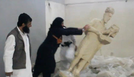 Louvre condemns Iraq jihadist statue-smashing