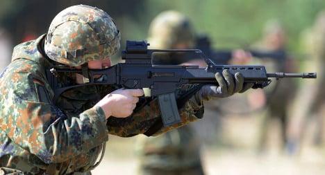Gun maker denies problems with army rifles