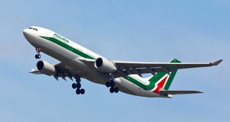 Alitalia brings in two-person cockpit rule